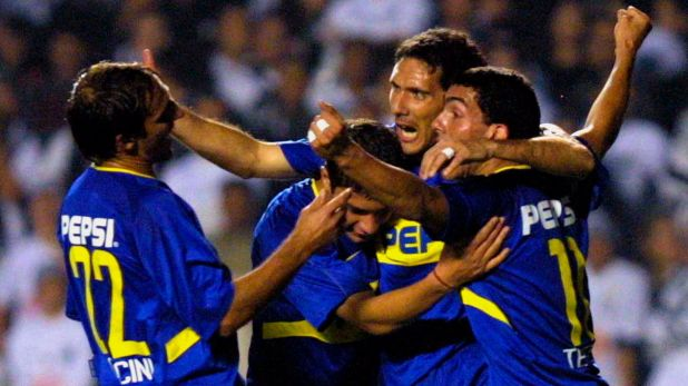 Seba Battaglia celebra en la final de vuelta de la Libertadores 2003 ante Santos junto a Cascini, Cagna y Tevez (Foto Baires)