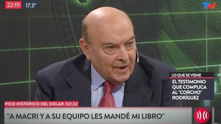 """El ex ministro de Economía, Domingo Cavallo, negó haberse reunido con MauricioMacri. """"Todo lo que hice fue enviarle un libro""""; contó en un conocido programa deTV mientras se preguntaba si """"lo habrán usado para prender el asado en Olivos""""."""