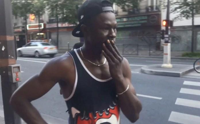 Mamoudou Gassama, de 22 años, escaló sin pensarlo un edificio tras ver al niño en peligro (Gentileza Le Parisien)