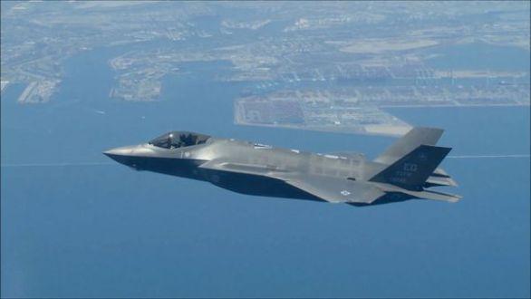 Estados Unidos opera en Siria e Irak contra el ISIS desde su base aérea en Qatar. En la foto un cazabombardero F-35