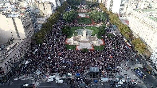 El acto se desarrolló durante la tarde del domingo en la plaza del Congreso