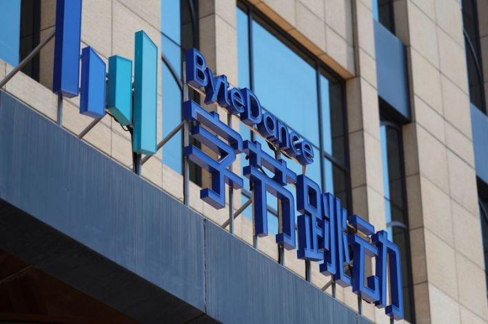 El logo de Bytedance, la compañía con sede en China que posee la aplicación de TikTok, o Douyin, en su oficina en Beijing, China, el 7 de julio de 2020.  REUTERS/Thomas Suen