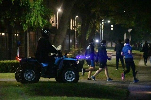 Despliegue de las fuerzas de seguridad porteña para garantizar el distanciamiento social entre las personas que salieron a correr y caminar
