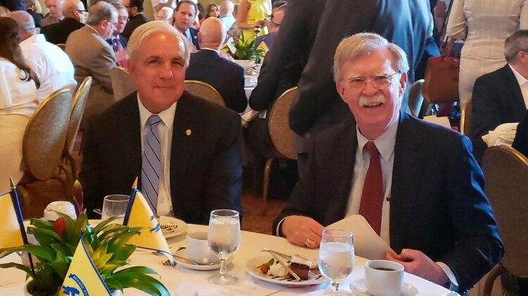 Carlos Giménez, alcalde de Miami-Dade, y John Bolton, asesor de Seguridad Nacional de Donald Trump (Opy Morales)
