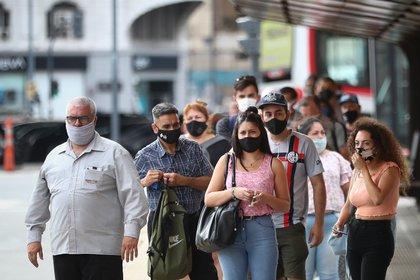 Los casos de coronavirus aumentaron en Argentina durante la última semana (EFE/ Juan Ignacio Roncoroni/Archivo)