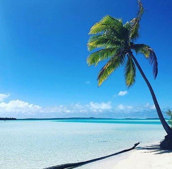 Sus paisajes maravillan a sus visitantes año tras año. La economía de Islas Cook se conforma en dos terceras partes por el turismo