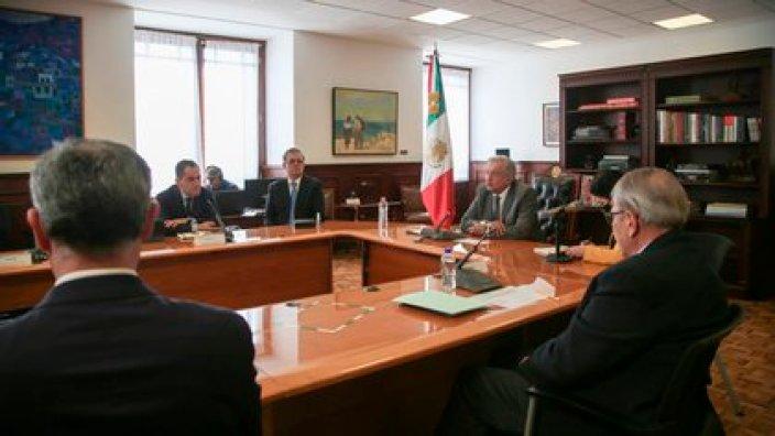 López Obrador junto a parte de su gabinete sostuvo una videollamada con el director ejecutivo de Pfizer, Albert Bourla (Foto: EFE/Presidencia de México)