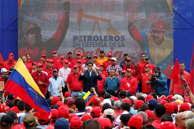 Maduro habla en un acto proselitista con empleados de PDVSA, en Caracas, en 2016 (REUTERS/Carlos Garcia Rawlins/File Photo)