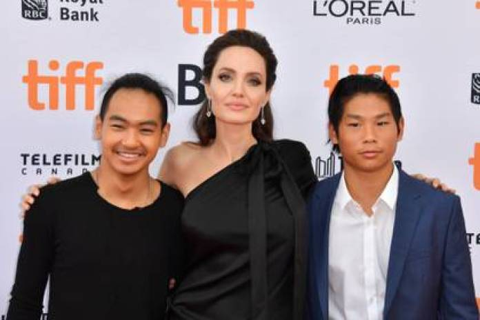 By the time the child of Jolie and Pitt are staying with their mother and five brothers and sisters (Photo: The Grosby Group)