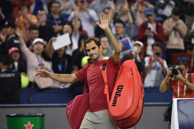 Roger Federer protagonizó un duro cruce con el umpire y fue penalizado (Photo by HECTOR RETAMAL / AFP)