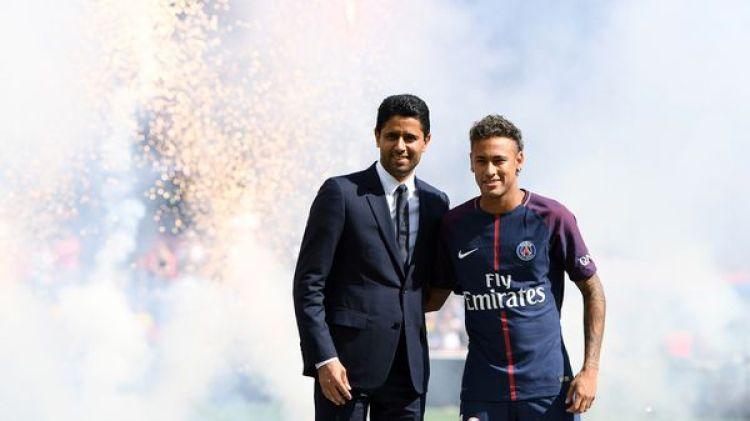 Neymar fue presentado en el Parque de los Principes a estadio lleno (AFP)