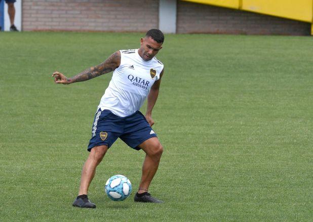Tevez fue el primero en llegar al centro de entrenamiento (Foto: Maximiliano Luna)