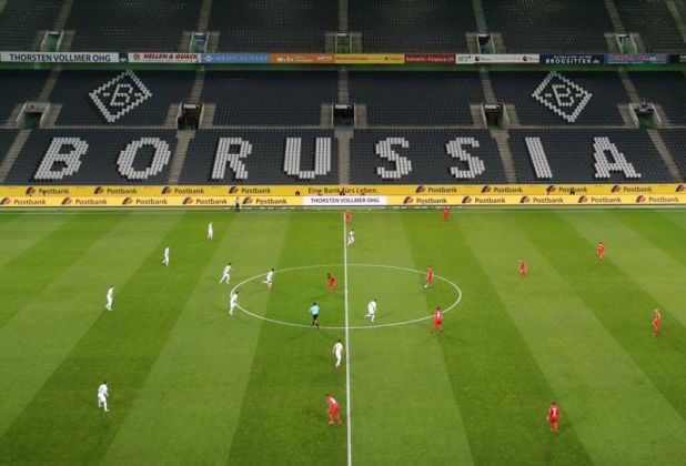 El regreso del fútbol sería sin público (Reuters)