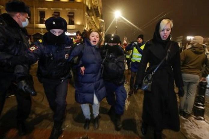 Más de mil personas fueron detenidas por la policía rusa (REUTERS/Anton Vaganov)