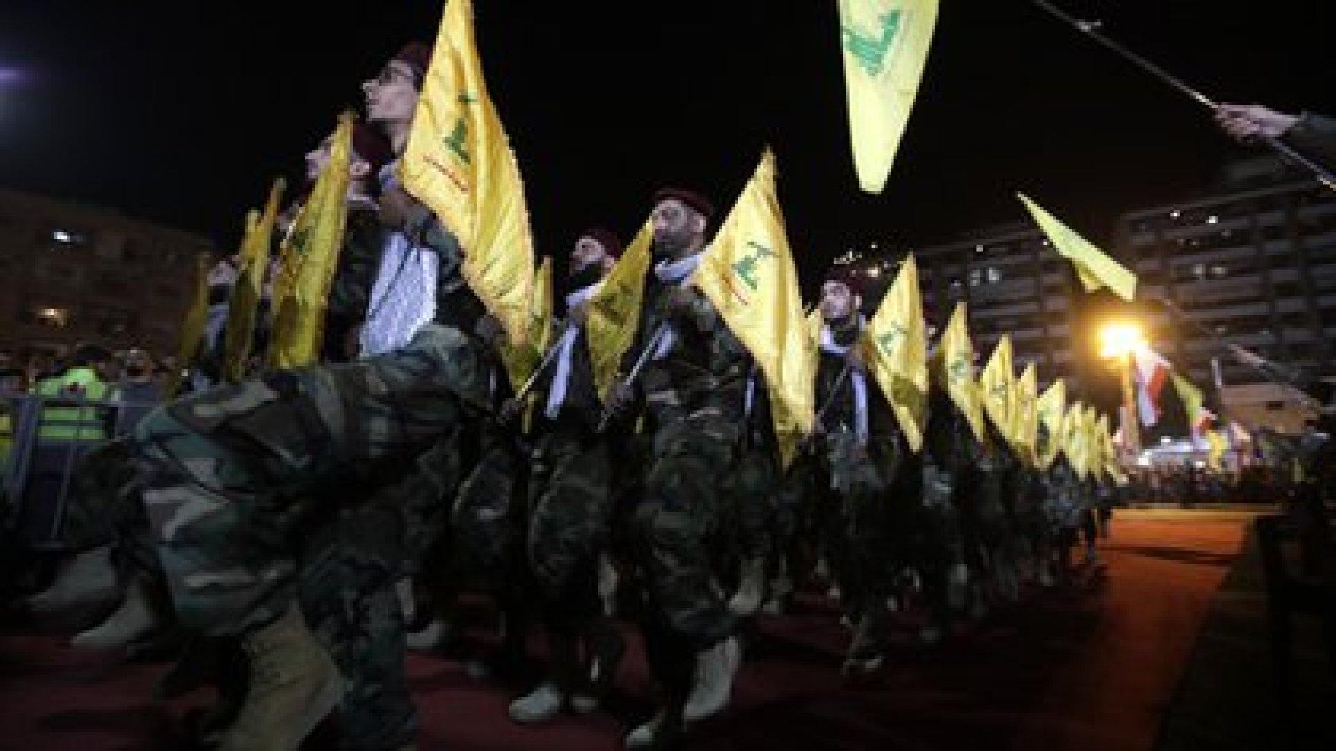 Combatientes del partido libanés chiíta Hezbollah en Beirut (AFP)