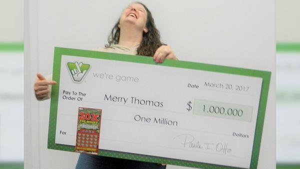 Merry compró un billete y lo escaneó, para su sorpresa este era el ganador de un millón mientras que a su amiga, Julia también le toco la suerte, aunque su recompensa fue de apenas 12 dólares