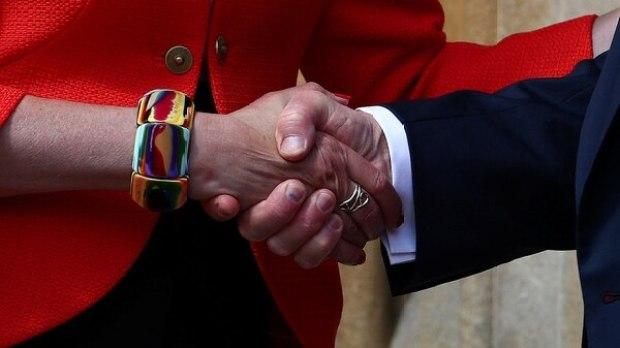 El apretón de manos entre los mandatarios (Reuters)