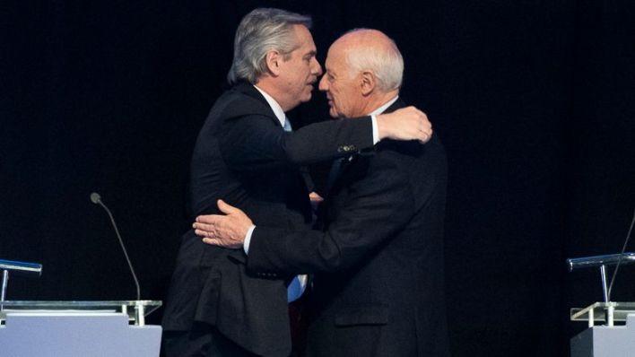 Alberto Fernández junto a Roberto Lavagna en uno de los debates presidenciales previos a la elección del 2019