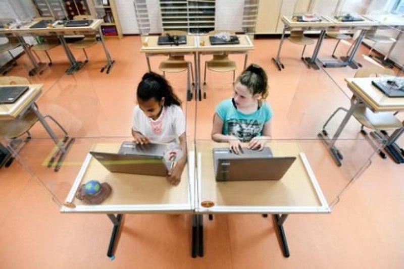 Estudiantes en una escuela primaria en Den Bosch, Países Bajos (REUTERS/Piroschka van de Wouw/archivo)