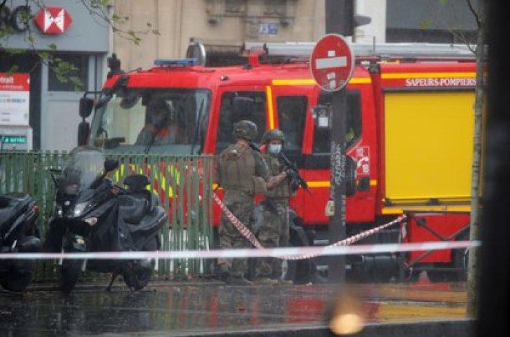 Las fuerzas de seguridad hacen guardia en el lugar del incidente (REUTERS/Charles Platiau)
