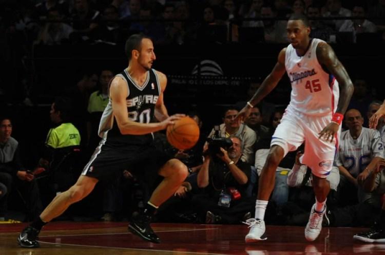 Butler enfrentando a Emanuel Ginóbili en su etapa en Los Ángeles Clippers (Getty Images)