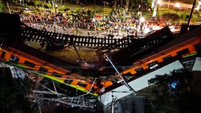 Vista aérea realizada con un drone que muestra el colapso de los vagones del metro esta noche, en la Ciudad de México. EFE/ Sáshenka Gutiérrez