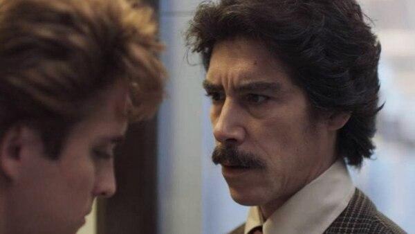 Una escena de la serie en la que se ve a Luis Miguel y su padre discutiendo