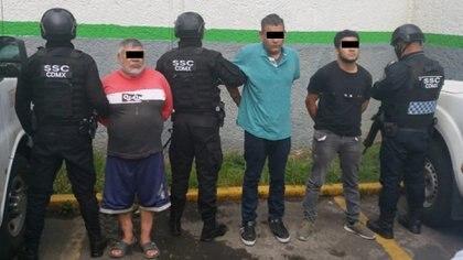 """""""La Vaca"""" (centro) fue detenido en la colonia Santa Catarina, en la alcaldía Tláhuac, donde se escondía después del ataque (Foto: SSC)"""