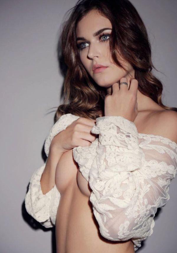 La bella joven trabaja como modelo (Nico Mellino)
