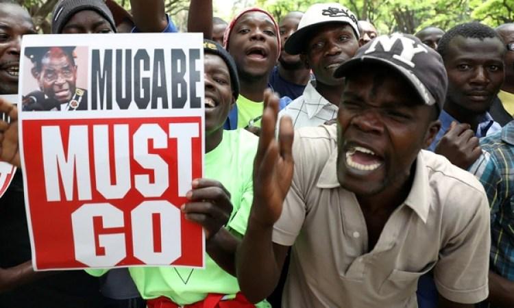 Protestas en Harare pedían la renuncia de Mugabe (Reuters)