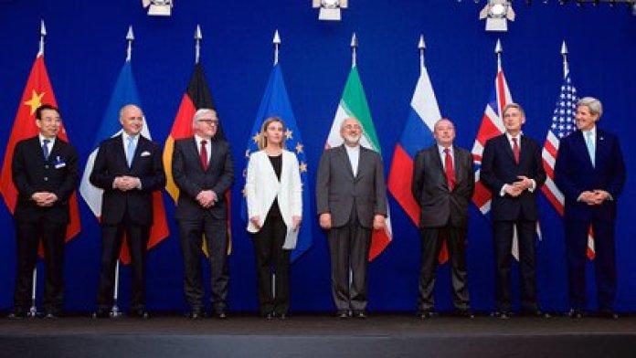 FOTO DE ARCHIVO: Los cancilleres del Grupo 5+1, Irán y la Unión Europea en la firma del Acuerdo Nuclear en 2015