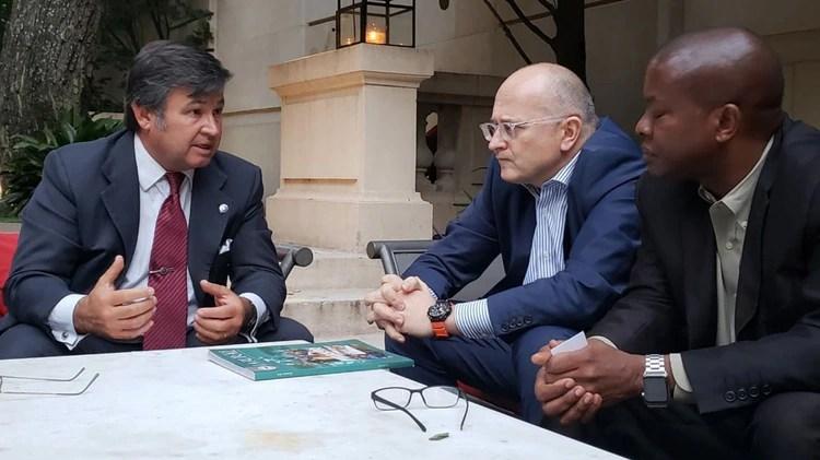 Técnicos del FMI junto a representantes de la Sociedad Rural, en la última visita de revisión