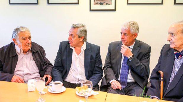 """Alberto Fernández junto a José """"Pepe"""" Mujica, en Tres de Febrero"""