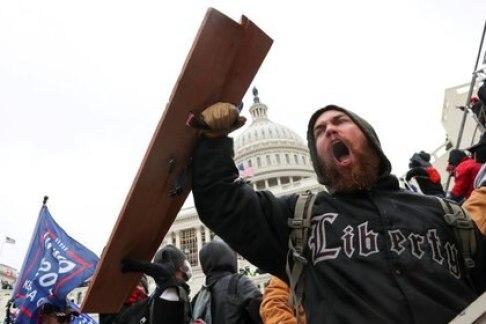A Donald Trump se lo acusa de haber fomentado el asalto al Capitolio. REUTERS/Leah Millis