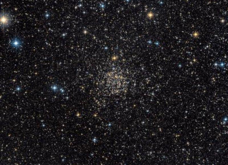 TOI-561, que tiene al menos otros dos planetas orbitando alrededor (Guillaume Seigneuret/ NASA)