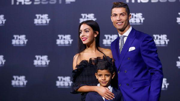 """El portugués asistió junto a su pareja actual y su hijo a la gala de """"The Best"""""""