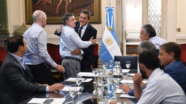 Sergio Massa y representantes de Juntos por el Cambio