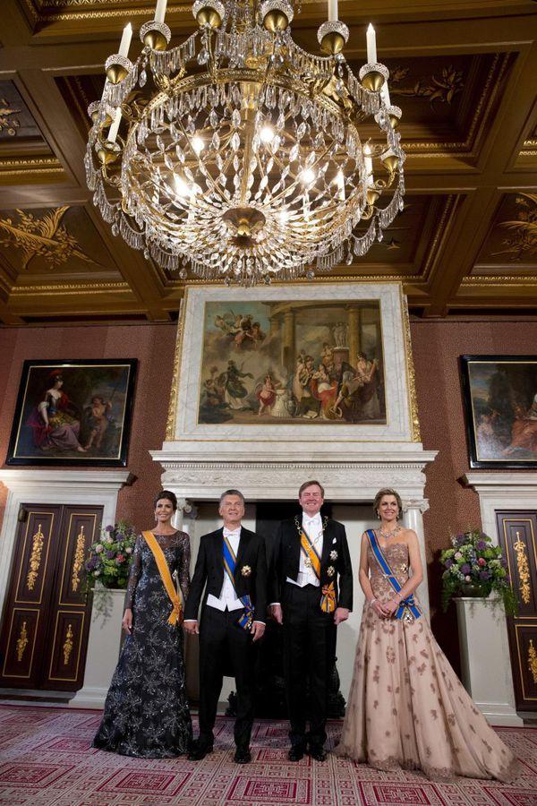 La recepción se llevó a cabo con un despliegue dinástico glamoroso (AP Photo/Peter Dejong)