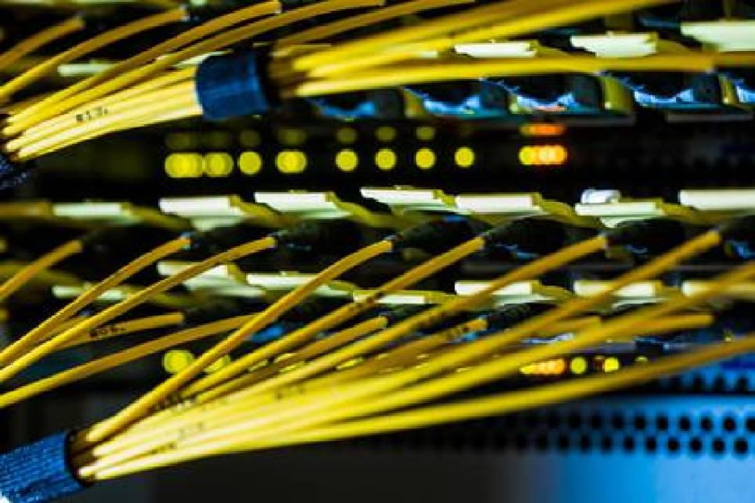 Imagen de fibra óptica, por donde se transmiten servicios como el de internet (Foto: Jason Alden/Bloomberg)