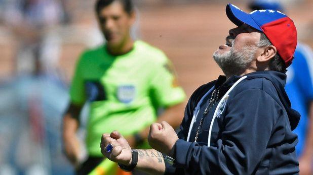 Diego podría dar marcha atrás y continuar al mando de Gimnasia de La Plata (Foto: AFP)