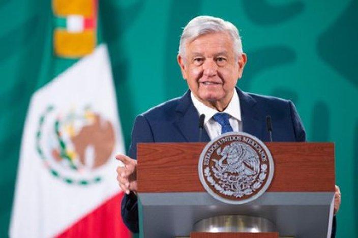 El Salón Tesorería, en donde AMLO da su conferencia de prensa mañanera, estrenó alfombra. Foto: Presidencia de México
