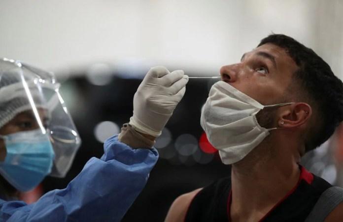 La cantidad de casos en Argentina sigue creciendo a un ritmo vertiginoso (REUTERS/Agustin Marcarian)