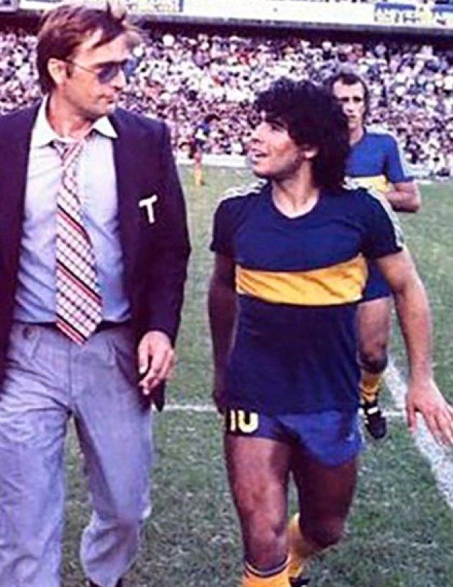 Marzolini junto a Maradona. Juntos le dieron a Boca el título del Metropolitano de 1981