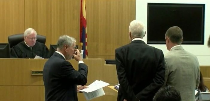 Fue en octubre de 2015 cuando Gore se declaró culpable de diversos cargos federales, entre ellos el de operar un negocio ilegal (Foto: Fox 10 Phoenix)