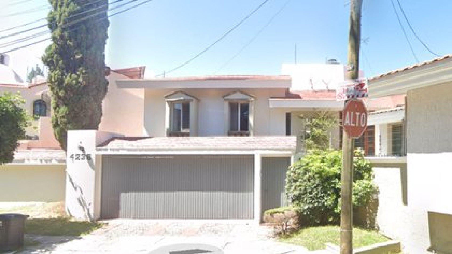 Una de las casas decomisadas por el gobierno de EEUU a Caro Quintero (Foto: Google Maps)