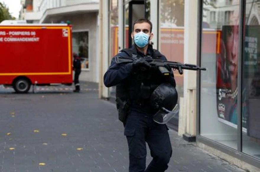 El despliegue policial cerca de la basílica (Reuters)