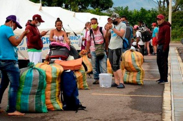 Ciudadanos venezolanos saliendo del refugio en Tienditas para ser trasladados a al Puente Simón Bolívar y cruzar su país en Cúcuta (Colombia). EFE/Secretaría de Fronteras