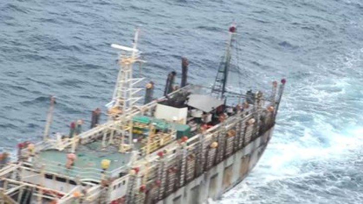 Otra de las fotografías tomadas el pasado 10 de noviembre por personal de la Armada de Chile en medio de la fiscalización a los barcos chinos que transitan por el Pacífico