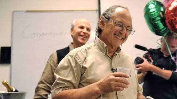 Levitt en una celebración posterior a recibir el Premio Nobel (Foto: Hap/ Quirky China News/ Shutterstock)