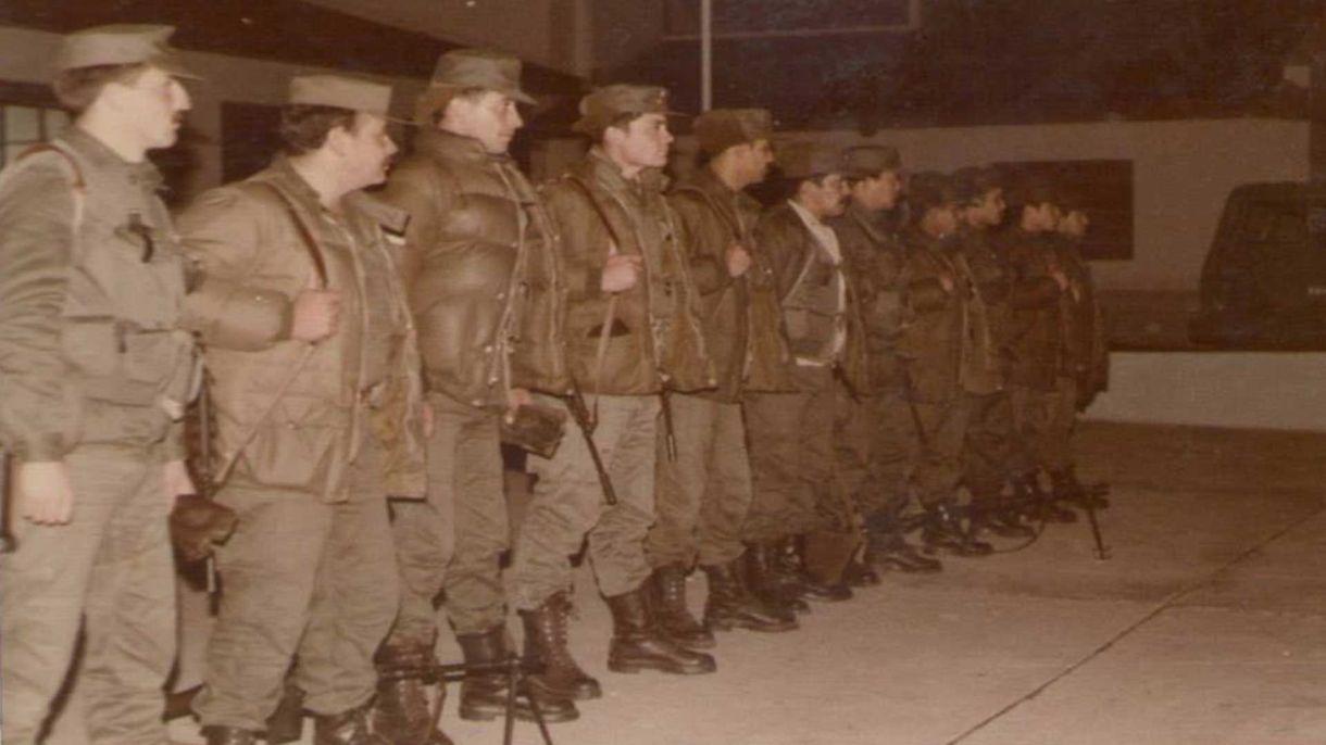 Los gendarmes, en formación, antes de partir a las islas desde Comodoro Rivadavia.Foto: Gentileza Gendarmería.